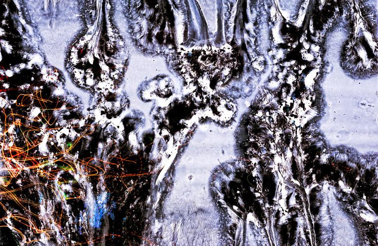 Driping light+lightpaint+tinta óleo sob papel fotografico. Photo: JulioKohl.