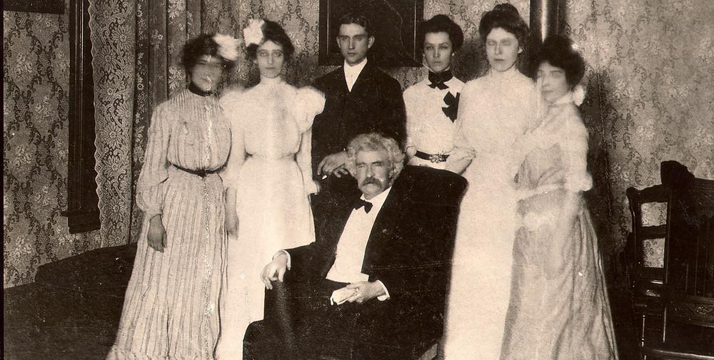 1902 Twain photo_edited.jpg