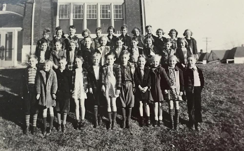 Mark Twain School circa 1940.jpg