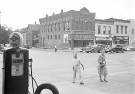 1950-era scene of Seventh and Broadway