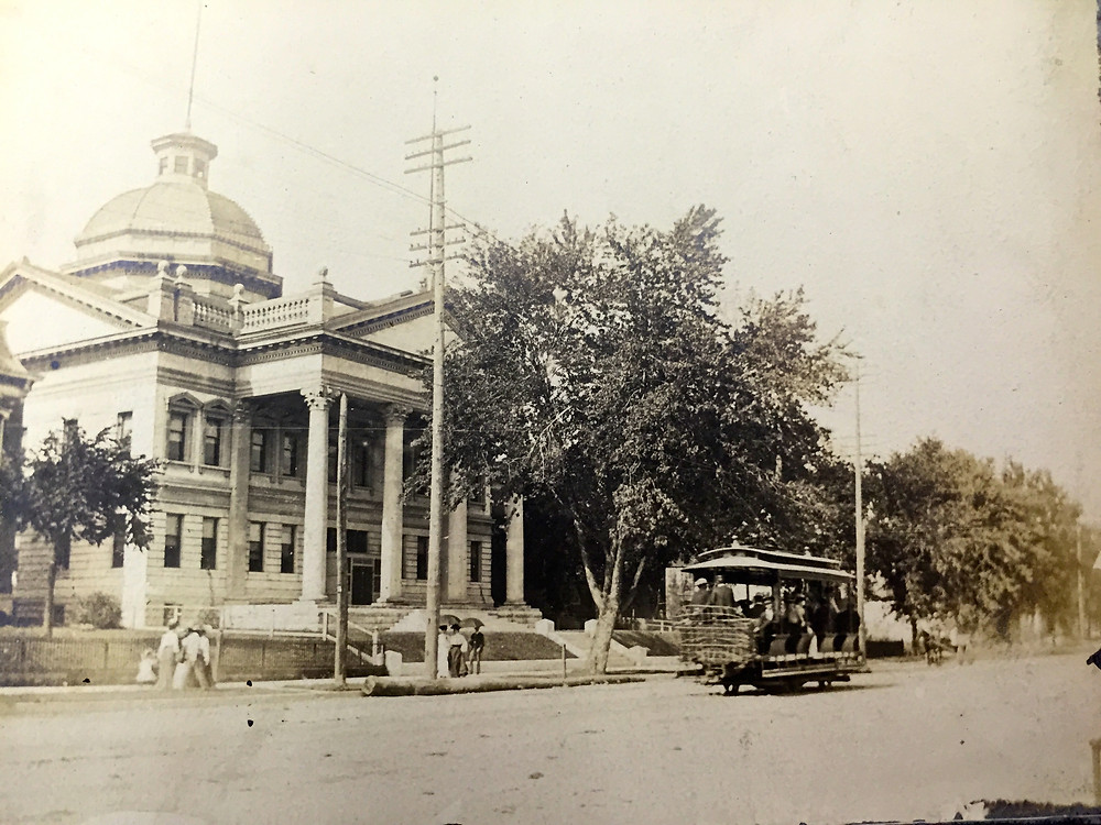 Hannibal courthouse and trolley.jpg