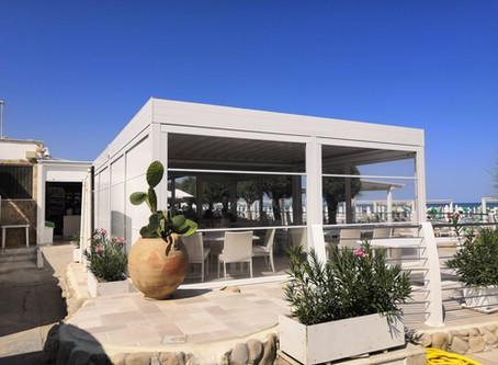 QUBEND, pergola in alluminio autoportante, rinnova il Cala Sveva Beach Club a Termoli