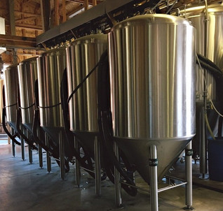 rusty-truck-brewing-fermentation-tanks_e