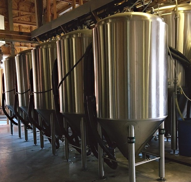 rusty-truck-brewing-fermentation-tanks_e