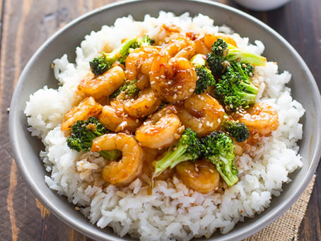 Honey-garlic prawns with rice and broccoli