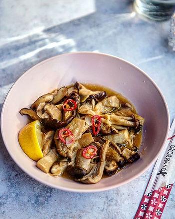 Foil baked garlic mushrooms with sake, s