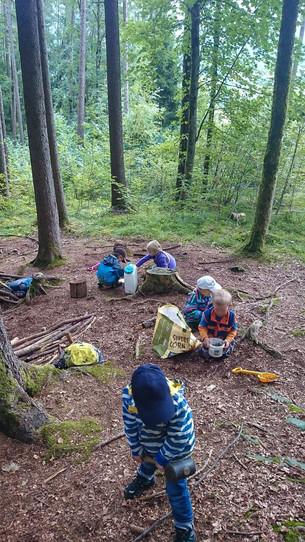 Waldspielgruppe_Spiel.jpg