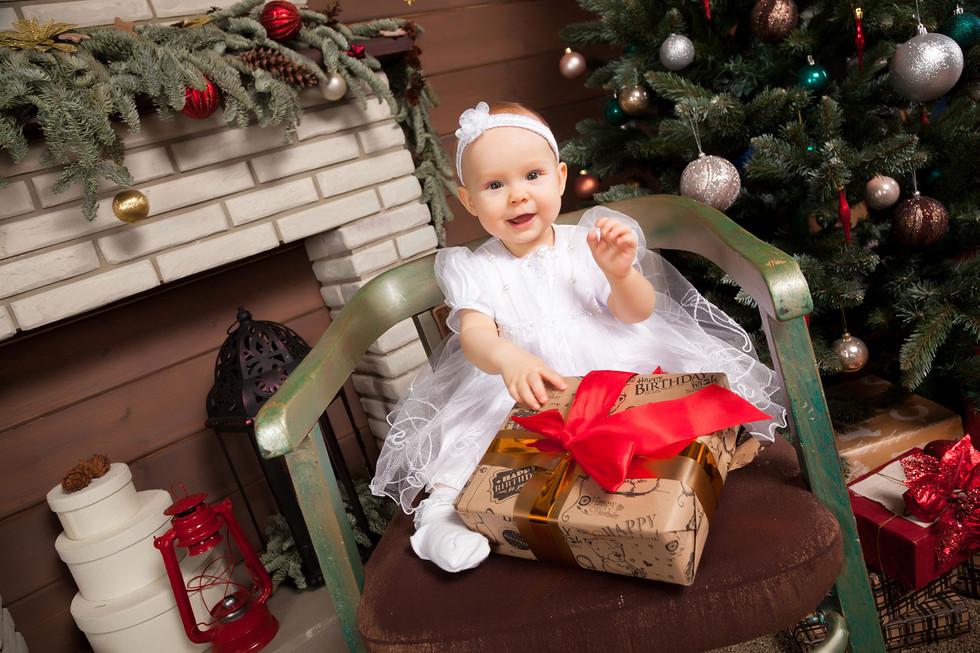 Студийная новогодняя детская фотосессия в Минске