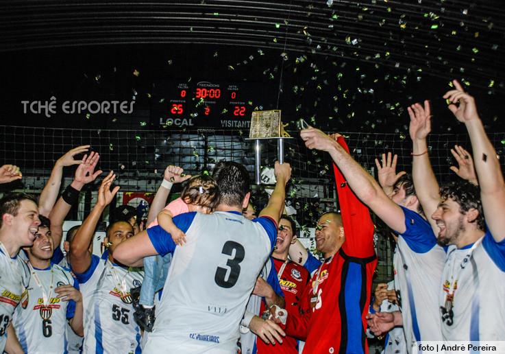 E.C. Pinheiros comemora o título em  2014. (arquivo Tchê Esportes)