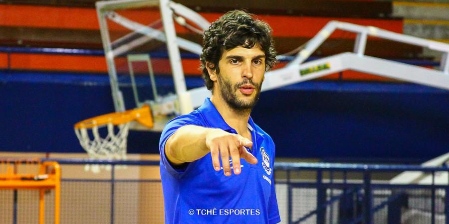 Alex Aprile, técnico do Pinheiros. (foto arquivo Tchê Esportes)