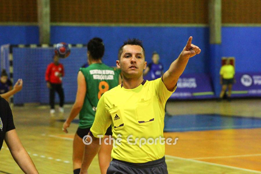 Thiago Marques, árbitro. (foto André Pereira / Tchê Esportes)