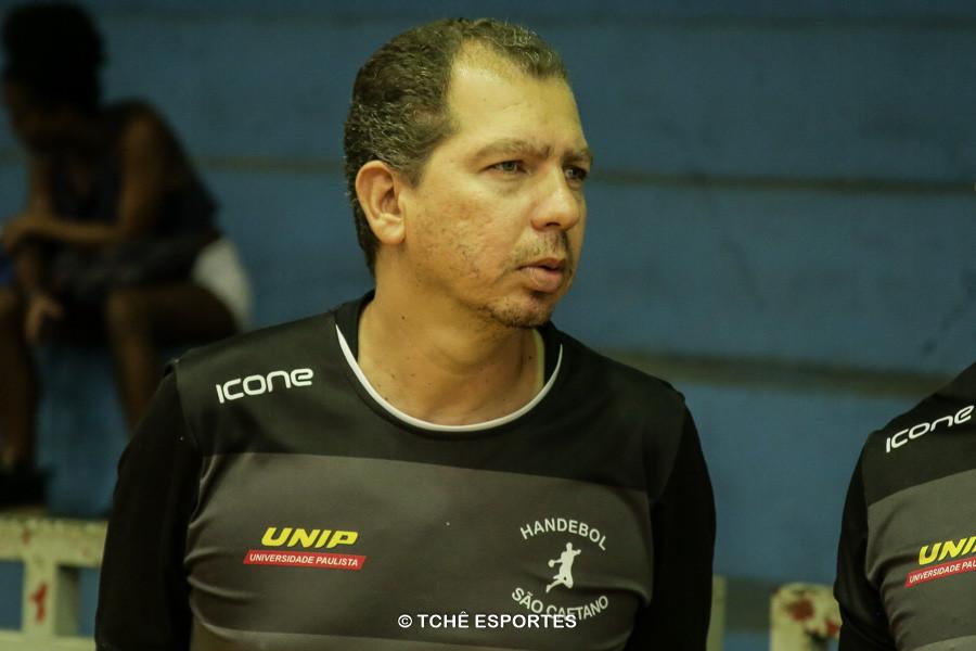Flávio Pontes, técnico do São Caetano. (foto André Pereira / Tchê Esportes)