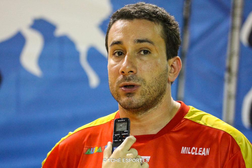 Tatá, técnico do Taubaté. (foto André Pereira / Tchê Esportes)