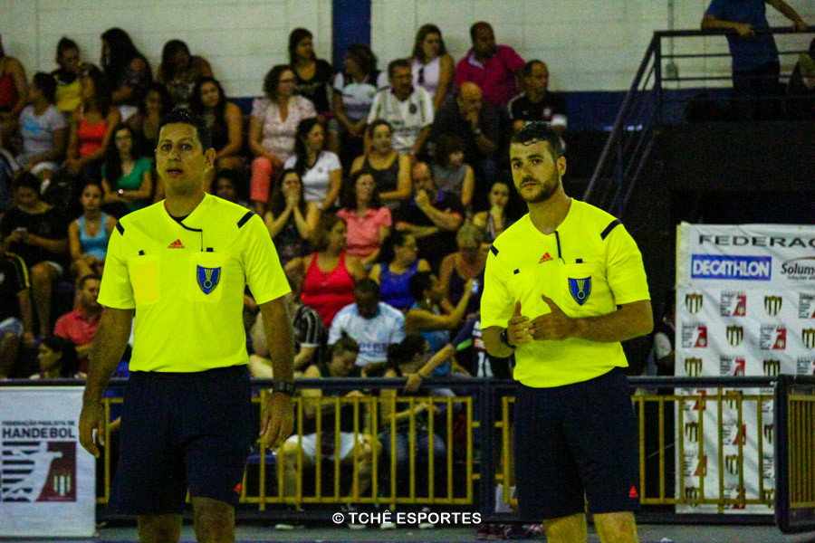 Árbitros – Daniel Magalhães e Adriano Rocha. Foto: Marcio Rodrigues / Tchê Esportes