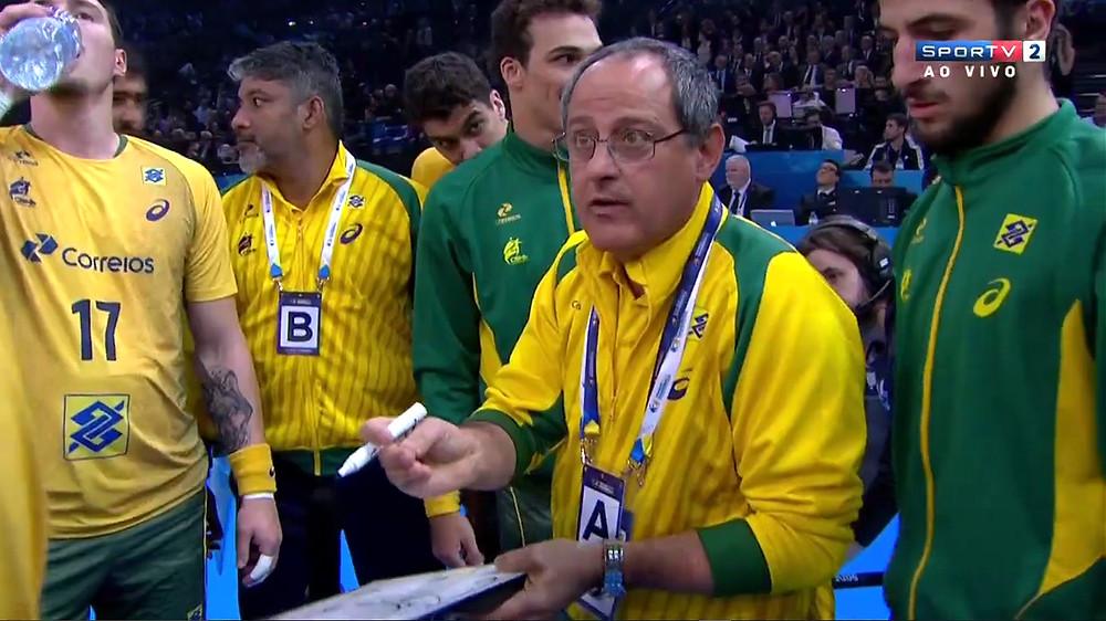 Primeiro pedido de tempo da Seleção Brasileira. (foto reprodução SporTV)