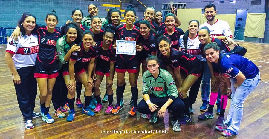 Equipe do Guarulhos após a vitória. (foto Rogério Fiacadori / FPHb)