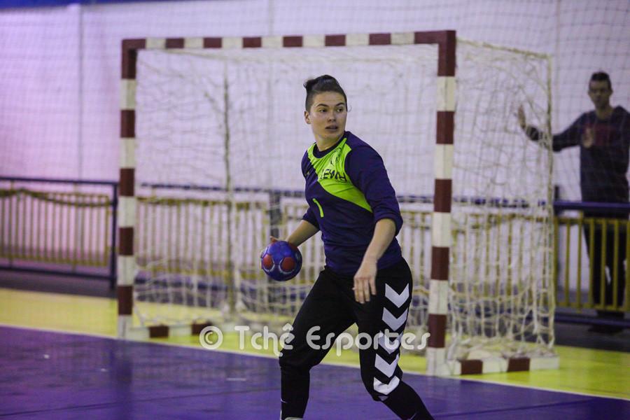 Kety, goleira do Guarulhos, importantes defesas. (foto André Pereira / Tchê Esportes)