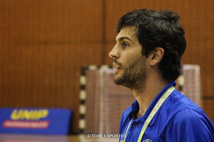 Alex Aprille, técnico do Pinheiros. (foto André Pereira / Tchê Esportes)