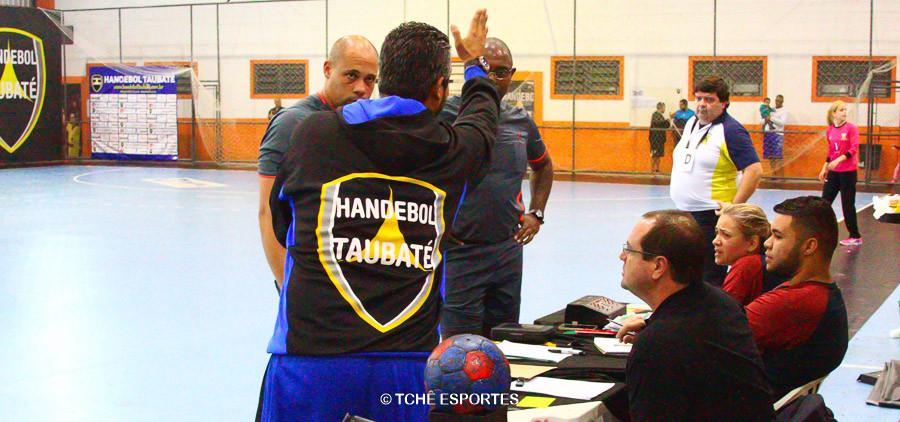Pedido de tempo do Santo André gera reclamação do Taubaté. (foto André Pereira / Tchê Esportes)