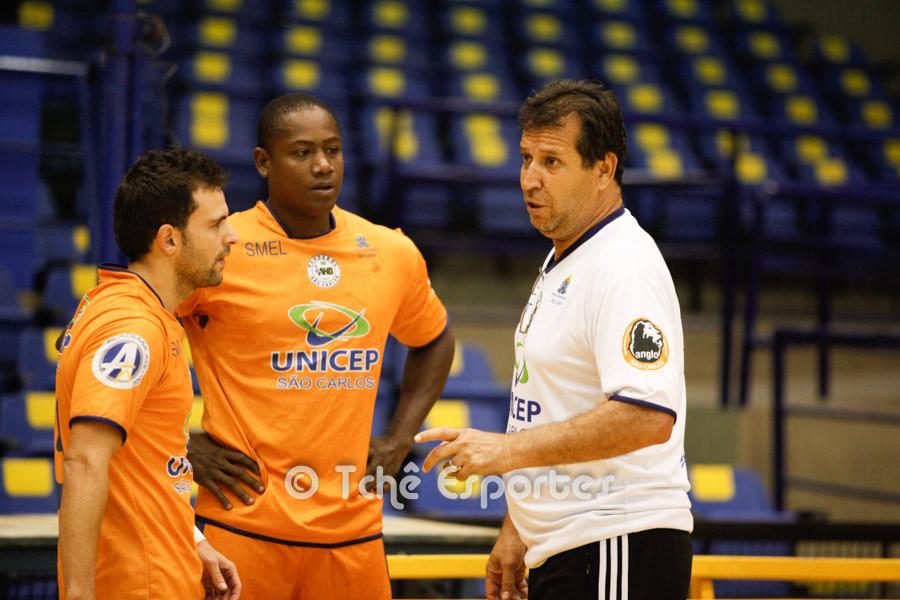 Valdir Barbosa, técnico do São Carlos. (foto Andréa Rodrigues / Tchê Esportes)
