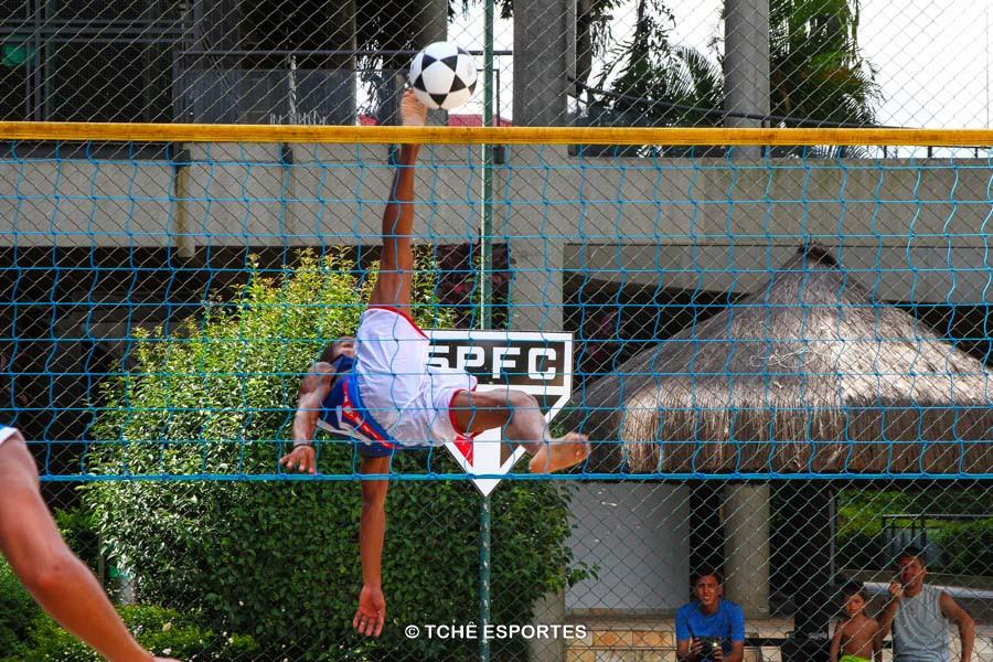 """""""Shark attack"""" de Caninha, atleta da Riplay Sports. (foto André Pereira / Tchê Esportes)"""