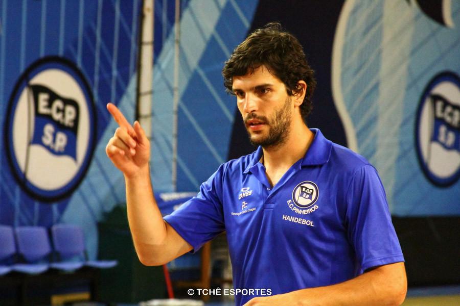 Alex Aprile, técnico do EC Pinheiros. (foto arquivo Tchê Esportes)