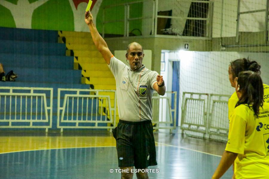 Carlos Junior. árbitro do jogo. (foto André Pereira / Tchê Esportes)