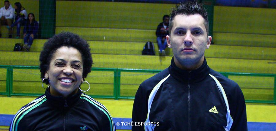 Hosana Bastos e Thiago Marques, árbitros do jogo. (foto Andréa Rodrigues / Tchê Esportes)