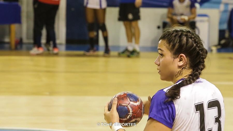 Giuliana, do Pinheiros, destaque e artilheira do jogo. (foto reprodução Agno Raiz / Tchê Esportes)