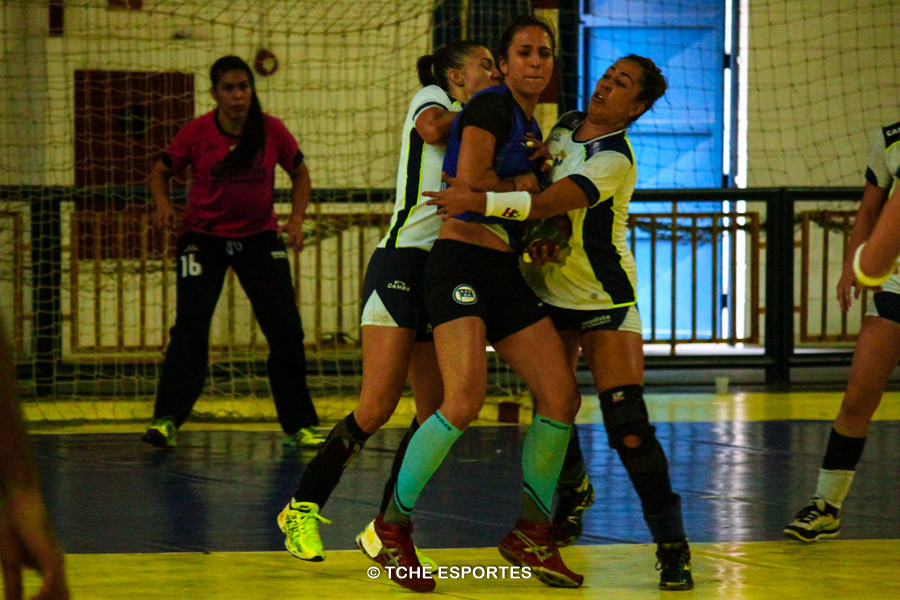 Pinheiros não consegue passar por forte marcação da Metodista. Foto: André Pereira / Tchê Esportes