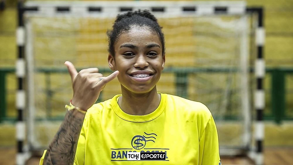 Brurna de Paula, armadora do Fleury Loiret Handball-França e da Seleção Brasileira. (foto arquivo Tchê Esportes)