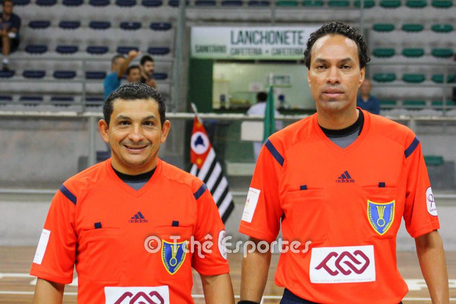 Nilson Menezes e Rogério Pinto, árbitros do jogo. (foto André Pereira / Tchê Esportes)