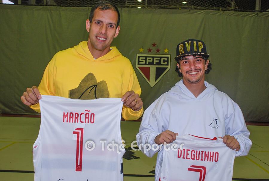 Marcão e Dhieguinho. Novos Uniformes. (foto André Pereira / Tchê Esportes)