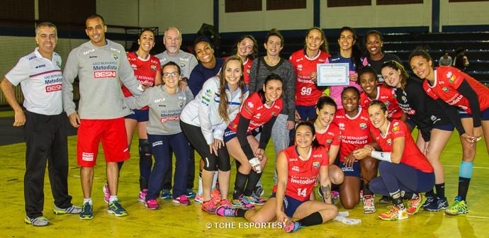 Equipe da Metodista comemora a vitória. (foto André Pereira / Tchê Esportes)