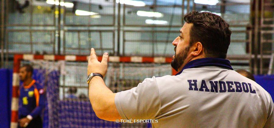 Alexandre Veras, técnico da Hebraica. (foto André Pereira / Tchê Esportes)