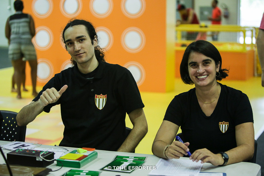 Nathan Ramos, cronometrista e Daniela Garcia, secretária. (foto André Pereira / Tchê Esportes)