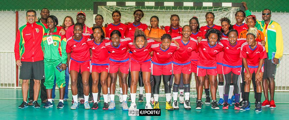 Seleção de Camarões e Comissão Técnica. (foto André Pereira / Tchê Esportes)
