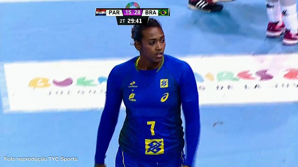 Tamires Morena, pivô da seleção brasileira. (foto reprodução Tyc Sports)