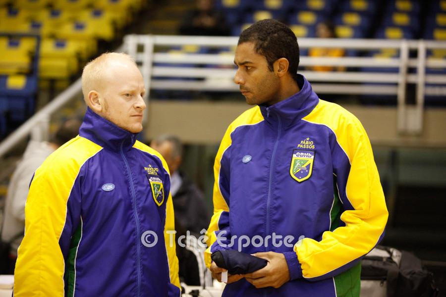 Rodolgo Costa e Fabio Passos, árbitros do jogo. (foto André Pereira / Tchê Esportes)