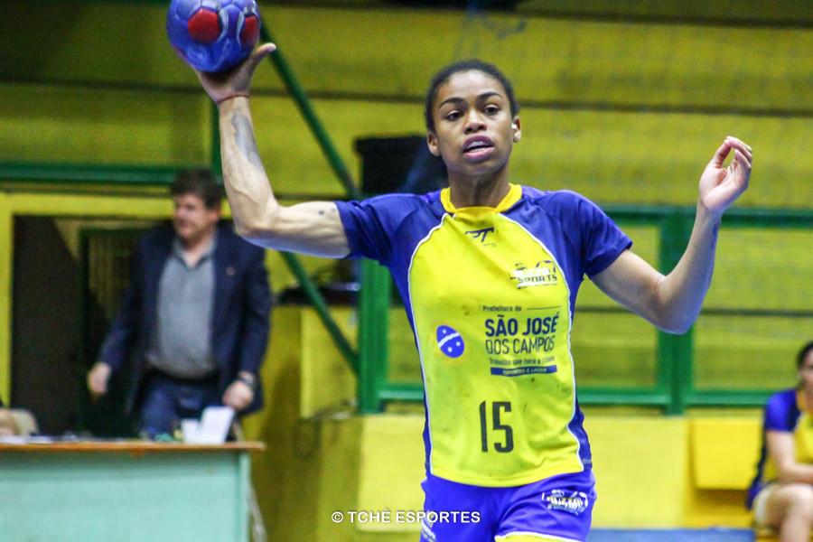 Bruna Paula, de São José, artilheira do jogo. (foto André Pereira / Tchê Esportes)