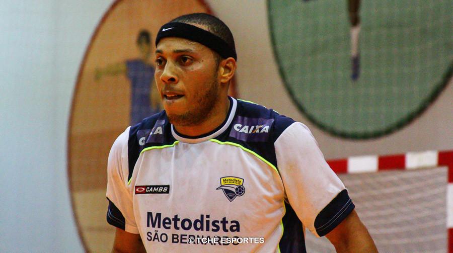 Carlito, do São Bernardo, artilheiro do jogo. (foto arquivo Tchê Esportes)