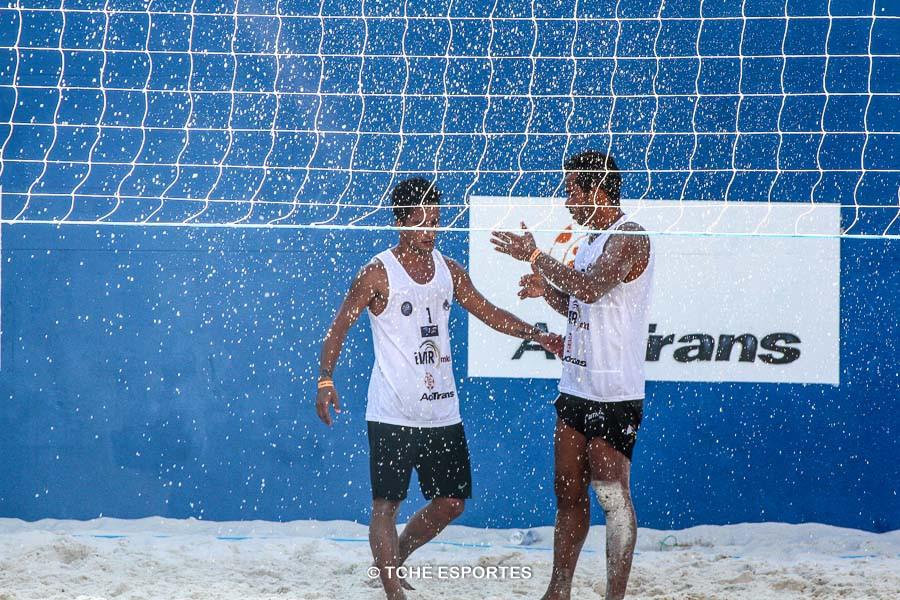 Fim de jogo. Vitória de Vinicius e Anderson Águia. (foto André Pereira / Tchê Esportes)