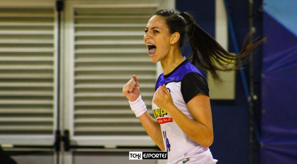 Ana Claudia Bolzan, ponta do EC Pinheiros. (arquivo Tchê Esportes)