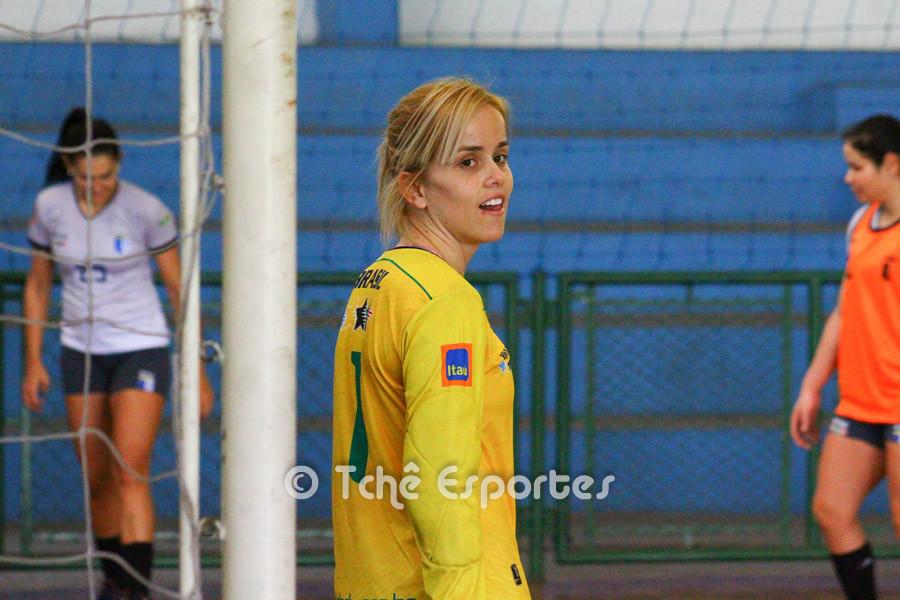 Flávia Vidal, goleira da Seleção Brasileira Universitária. (foto André Pereira / Tchê Esportes)