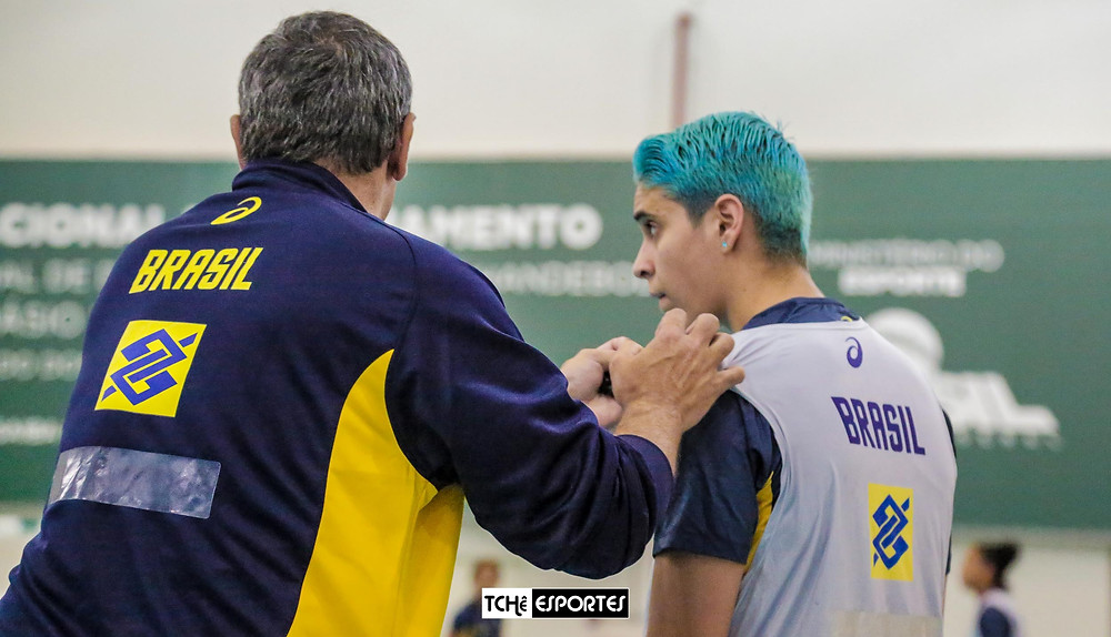 Dani Joia em treino da Seleção Brasileira de Handebol. (foto Tchê Esportes)