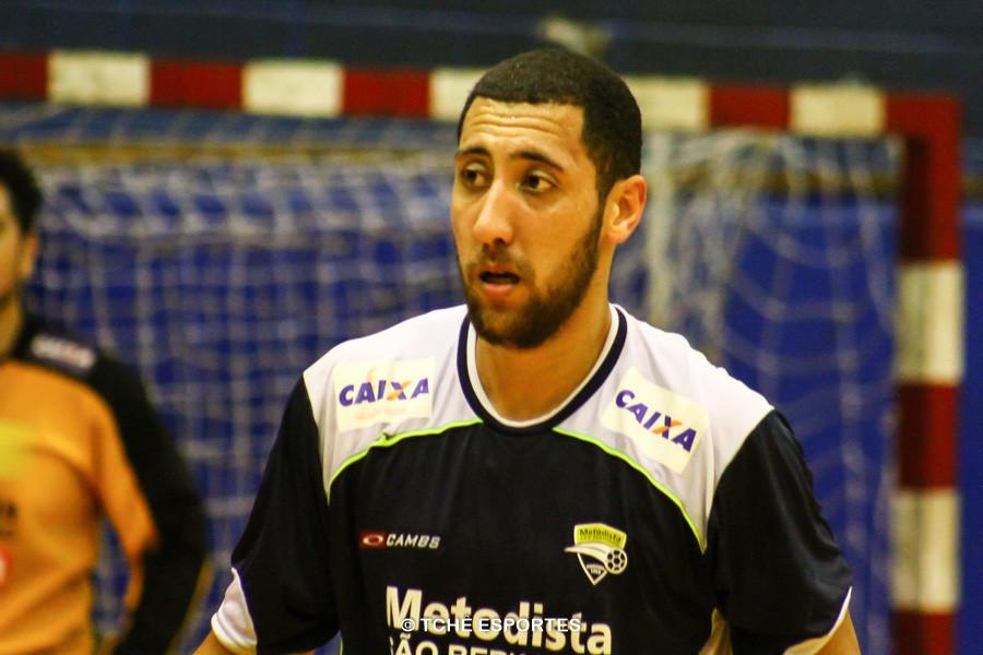 Douglas de Jesus, da Metodista, artilheiro do jogo. (foto André Pereira / Tchê Esportes)