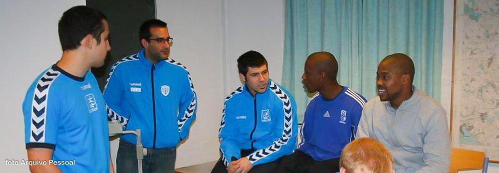 Danilo (de óculos) e Gui (ao centro) na Dinamarca em 2008. (foto arquivo pessoal)