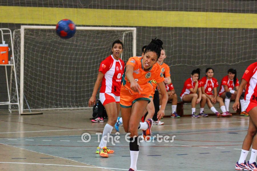 Bruna Caroline, Osasco, artilheira do jogo com 8 gols. (foto André Pereira / Tchê Esportes)