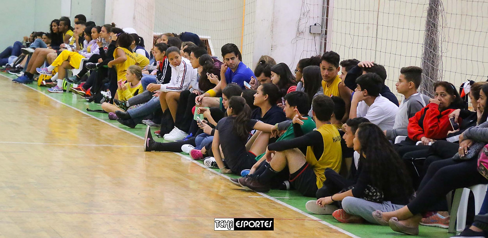 A torcida do Centro Olímpico compareceu em peso ao ginásio. (foto André Pereira / Tchê Esportes)