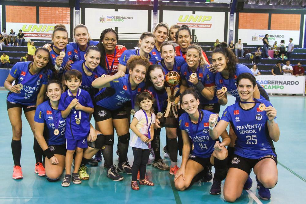 Pinheiros fica com o terceiro lugar da Liga Nacional 2017. (foto André Pereira / Tchê Esportes)